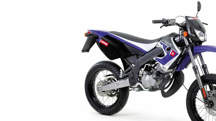 Derbi Smrd Xtreme In Blue Side Pose And Whiite Background